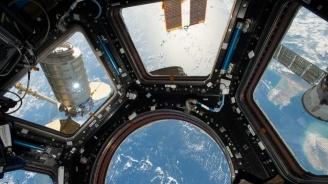 """Руски космонавти от МКС взеха проби от мистериозна дупка на кораба """"Союз МС-09"""""""