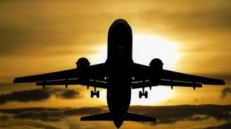 Самолет с вицепремиера Каракачанов кацна аварийно във Виена