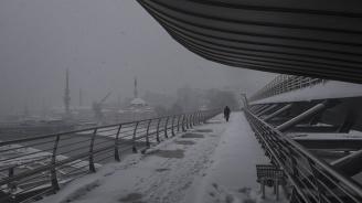 Първи сняг в Анкара и Истанбул