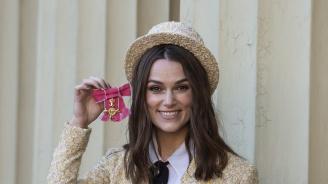 Британската актриса Кийра Найтли получи Ордена на Британската империя (снимки)