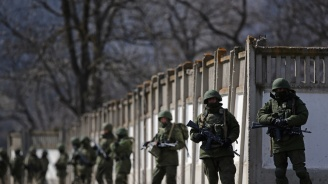 Войници влязоха в косовския парламент (видео)