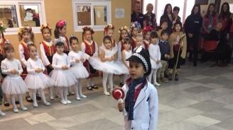 """Малчугани от целодневна детска градина """"Лютиче"""" гостуваха на столичния КАТ (снимки)"""