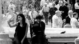 60% от младите жени и 80% от младите мъже в България живеят с родителите си