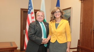 Заместникът на Майкъл Помпео даде България за пример в НАТО (снимки)