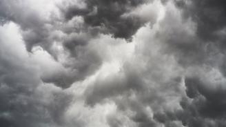 Времето ще се задържи предимно облачно с валежи от дъжд