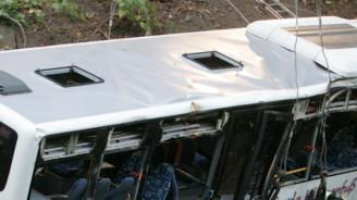 Тежка челна катастрофа между кола и автобус в Германия отне живота на двама души