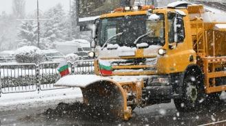 Снежна виелица в София, 194 машини чистят улиците