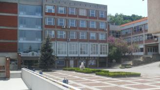 Блокираха заплатите и стипендиите във Великотърновския университет