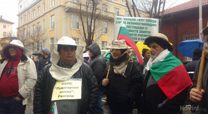 Десетки пчелари се събраха на протест пред сградата на Министерство на земеделието (снимки+видео)