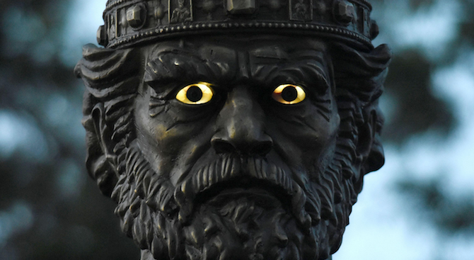 Очите на паметника на цар Самуил в София угаснаха окончателно.