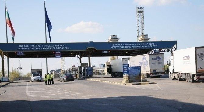 Интензивен е трафикът за товарни автомобили на изход на граничните