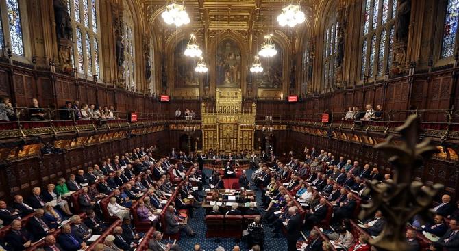 Британският парламент ще разисква днес на извънредни тричасови дебати решението