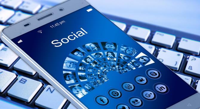 Американците вече са по-склонни да се информират от социалните мрежи,