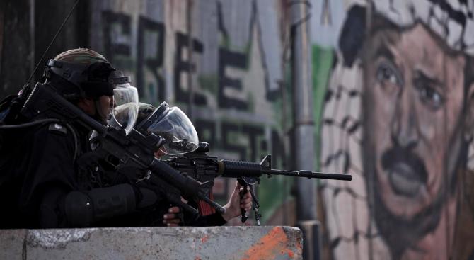 Израелски войници застреляха палестинец, който според полицията се опитал да