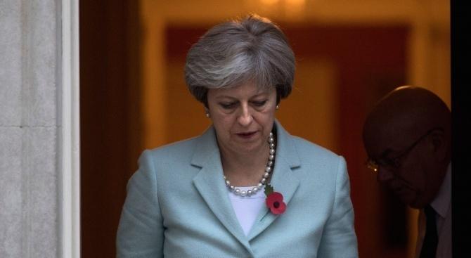 Британският премиер Тереза Мей обеща да се оттегли от политиката