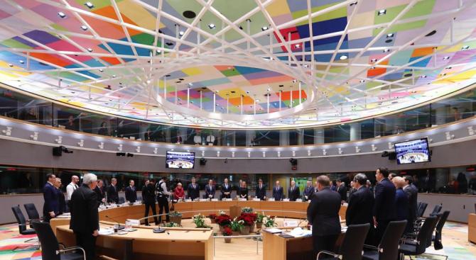 В началото на срещата им в Брюксел европейските лидери почетоха