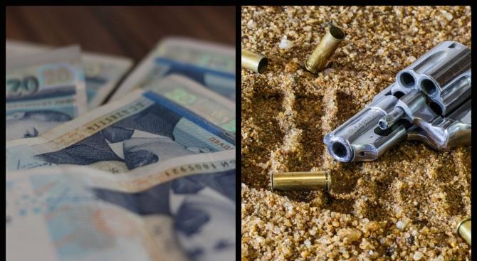 Близо 10 000 лева и незаконен револвер откриха край трупа