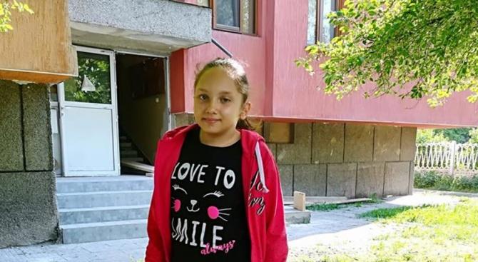 11-годишната Ванеса се нуждае от скъпа операция, която да спаси