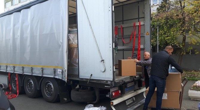 Над 800 пакета с трайни храни, купени и опаковани от