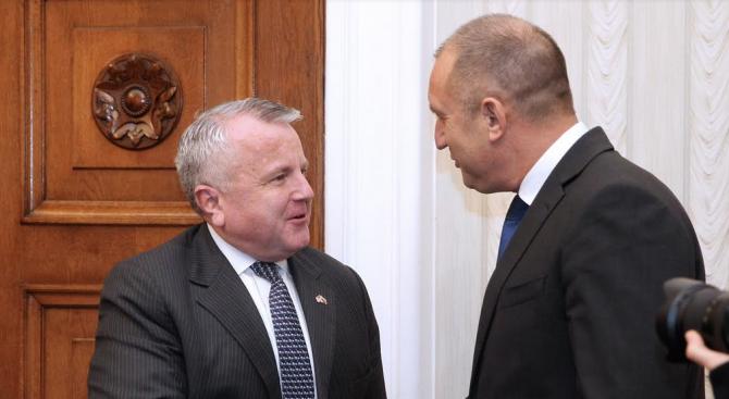 """Държавният глава Румен Радев разговаря на """"Дондуков"""" 2 със заместник-държавния"""