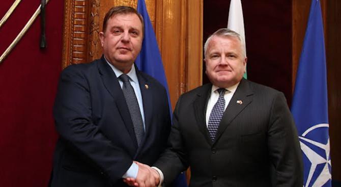 Министърът на отбраната Красимир Каракачанов проведе среща със заместник-държавния секретар