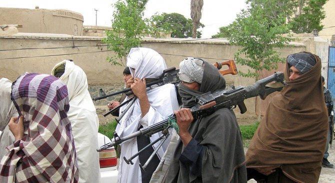 Афганистанският външен министър Салахудин Рабани настоя днес пред своя пакистански