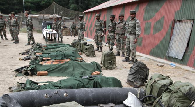 Най-малко седем цивилни са убити и най-малко 40 бяха ранени