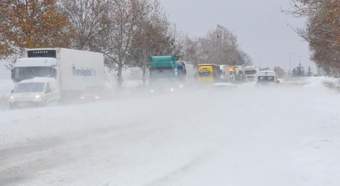 Мъж и жена загинаха при катастрофа по пътя София - Варна