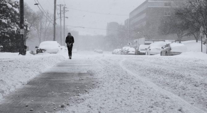Сняг и виелици затрудниха трафика в половин България днес. Затруднено