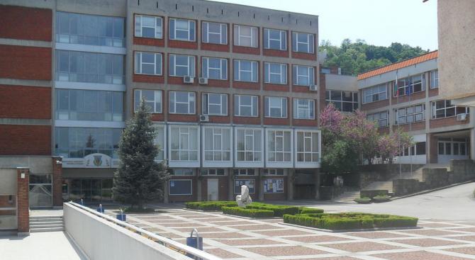 Предколедно са блокирани заплатите на преподавателите и служителите от Великотърновския