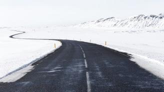 "Обилен снеговалеж блокира прохода ""Предел"""