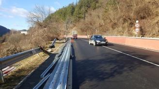 Монтират най-високия клас обезопасителни системи на пътя Своге - София
