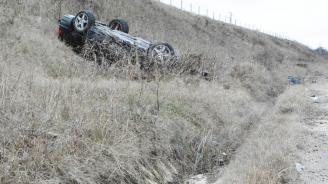 Пиян шофьор с БМВ се преобърна в крайпътна канавка