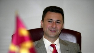 Никола Груевски бе хванат да излиза от кръчмата (снимка)
