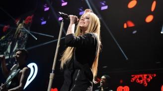 Канадската певица Аврил Лавин ще издаде новия си албум през февруари