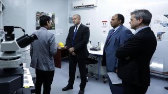 Румен Радев пристигна в Йордания и посети център за научни експерименти (снимки)
