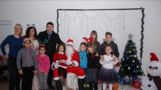 Младежите от ГЕРБ зарадваха децата на община Годеч с коледно парти