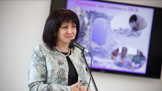 Караянчева: Бюджетният излишък се харчи за реални обекти