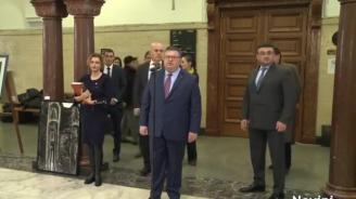 Цацаров и Младенов откриха благотворителна изложба в Съдебната палата (видео)