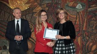 Екатерина Захариева награди младежките посланици на НАТО (снимки)