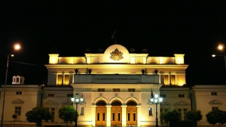 Депутатите излязоха в коледна ваканция до 10 януари