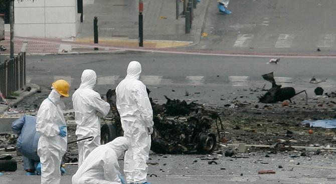 Взрив избухна до офис на гръцка медия (видео)