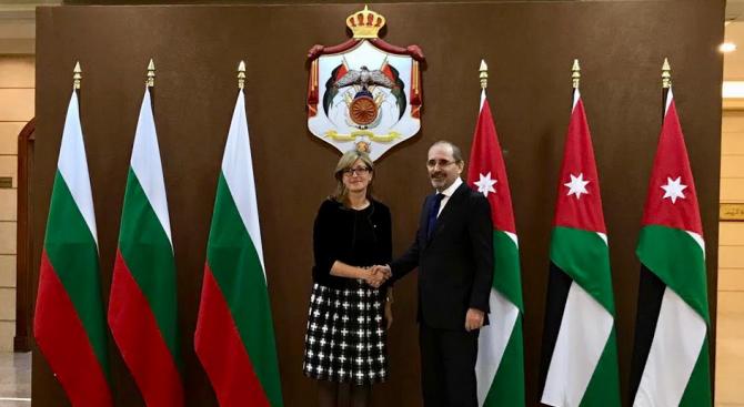 Вицепремиерът Екатерина Захариева се срещна в Аман с министъра на