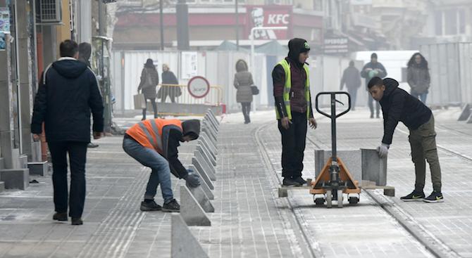 """Вандали счупиха новите ограничители на столичната улица """"Граф Игнатиев"""". Призмите"""