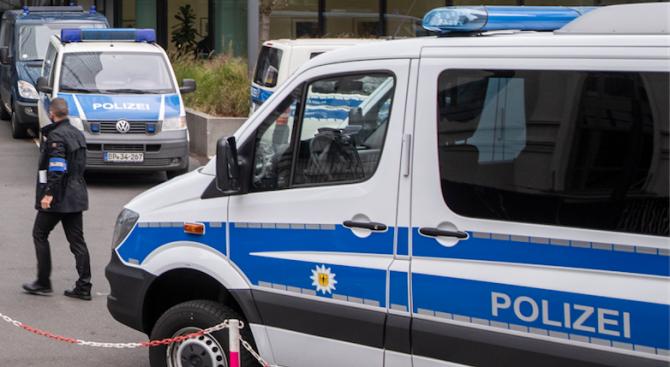 Германската полиция застреля 74-годишен мъж в град Бохум, съобщи ДПА.