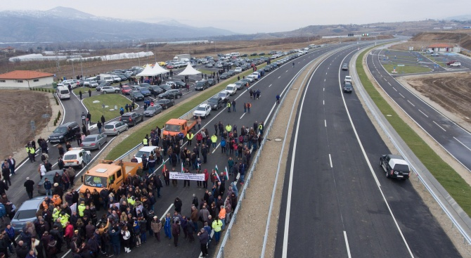 """Днес пуснаха за движение още 23,6 километра от автомагистрала """"Струма""""в"""