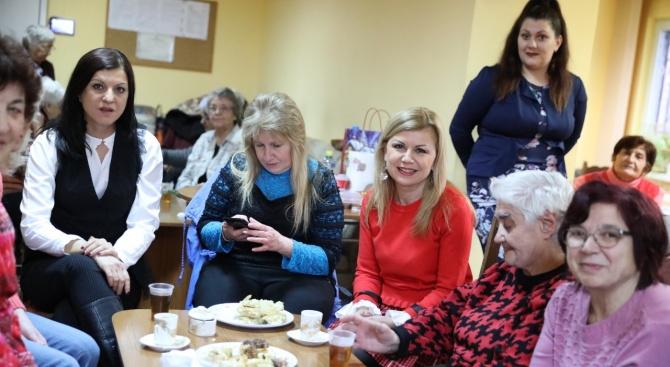 Народният представител от ГЕРБ Светлана Ангелова се включи в подготовката