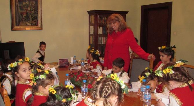 В навечерието на Коледните празници детска глъч, песни и танци