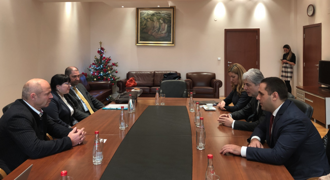 Министрите на околната среда и водите Нено Димов, на туризма