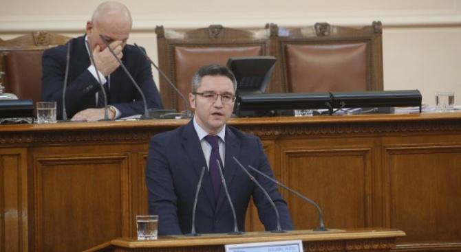 Вигенин: Преди Коледа завършваме с позитивна новина - от днес ще имаме един министър на ГЕРБ по-малко (видео)